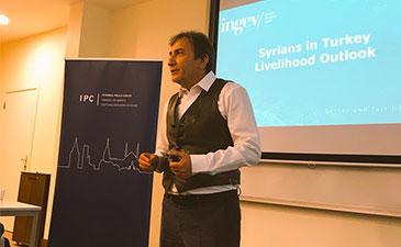 """İNGEV Başkanı Vural Çakır, İPM-Mercator Panelinde, """"Türkiye'deki Suriyelilere Genel Bakış"""" Sunumunu Yaptı"""